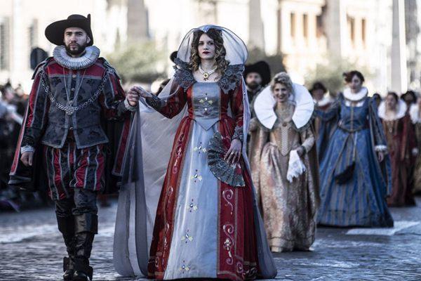 """""""戏精""""的诞生?意大利罗马协和街传统游行戏剧范十足"""