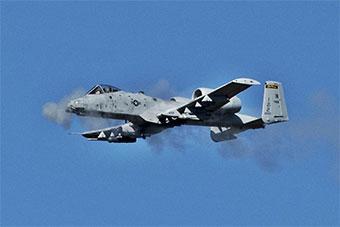 美军使用A-10C攻击机训练对地攻击能力