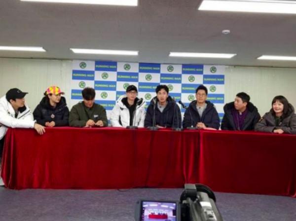 RM破例开记者会 李光洙认爱女友7成员陪在身旁