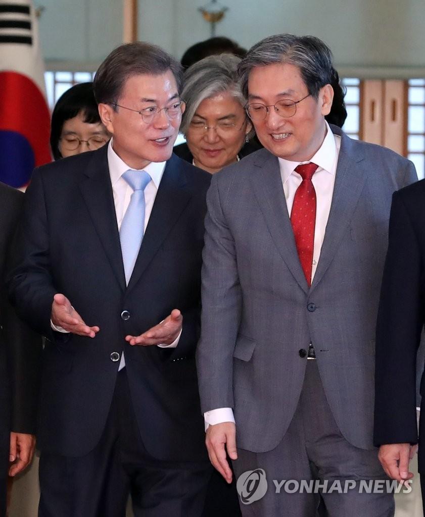 文在寅幕僚团改组!韩驻华大使卢英敏接任幕僚长