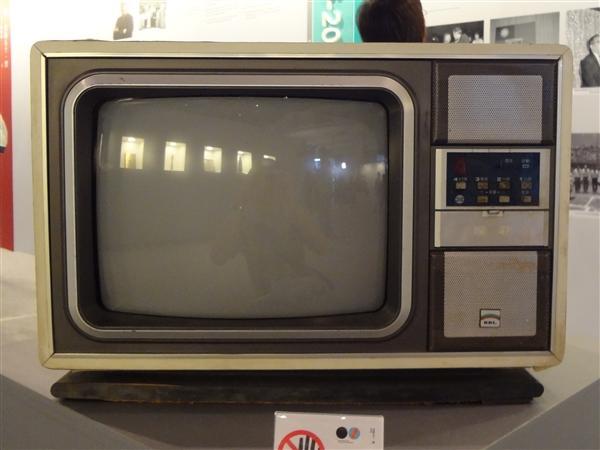 8K电视就要普及了 黑白电视时代一去不复返