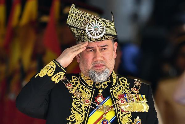 """马来西亚元首突然辞职 牛津毕业的单身元首和""""轮值君主制"""""""