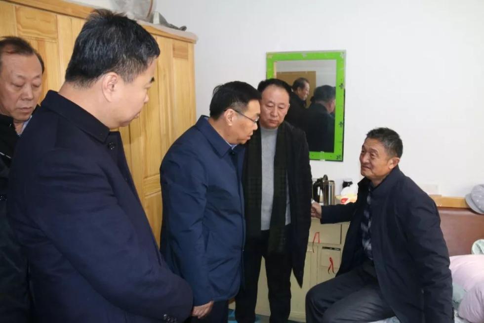 民警张伟涛因公殉职 市领导看望慰问家属