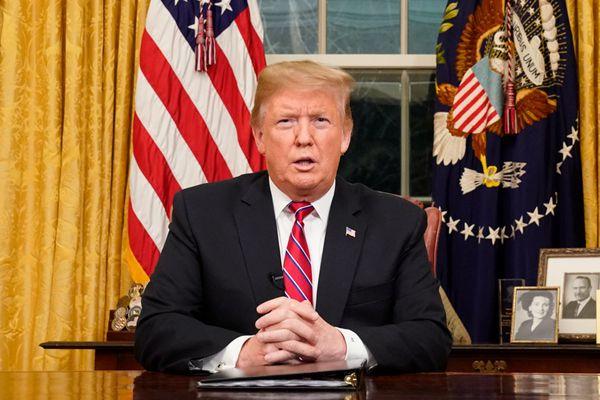 特朗普在白宫办公室就边境问题发表全国讲话 吁为建墙拨款