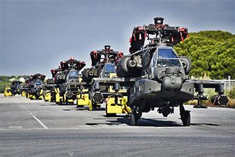 美军AH-64D武装直升机漂洋过海抵达西班牙