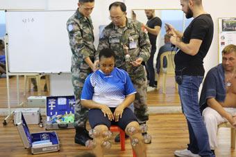 中国维和官兵与多国医疗人员探讨医疗救治经验