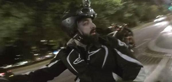 伦敦摩托车爱好者自愿集结打击街头摩托车犯罪团伙