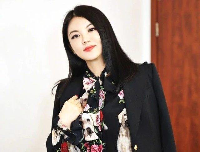 """李湘为何""""富养""""王诗龄?怀孕时妊娠吐血,差点和王岳伦离婚"""