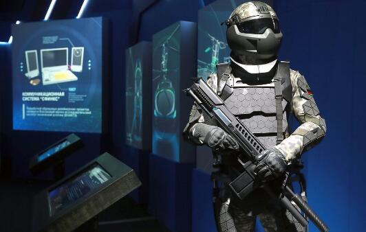 """俄国防部:第三代""""未来战士""""战斗装备中将加入机器人系统和无人机"""