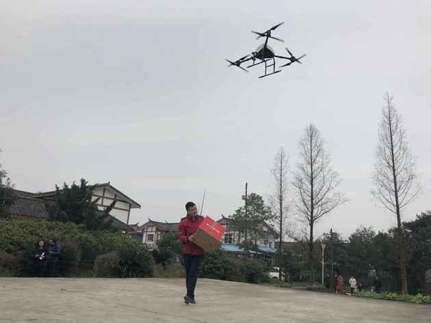 继校园投放配送机器人后 京东物流在川启动无人机常态化配送