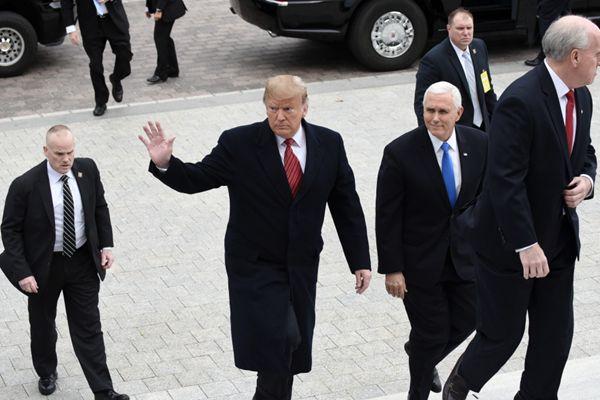特朗普出席华盛顿特区举行的参议院共和党政策午宴