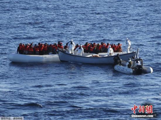 马耳他海域49名难民获准上岸 欧盟各国分摊安置