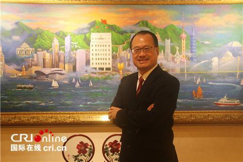 中国侨网香港中华总商会会长蔡冠深。