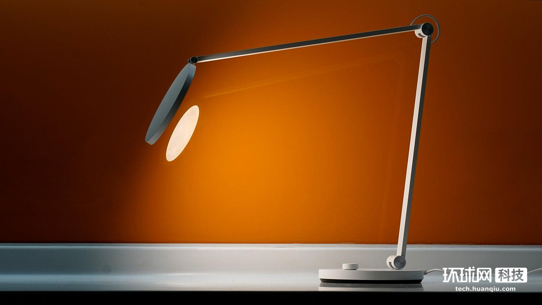 米家台灯Pro图赏:干练身形,专业光线