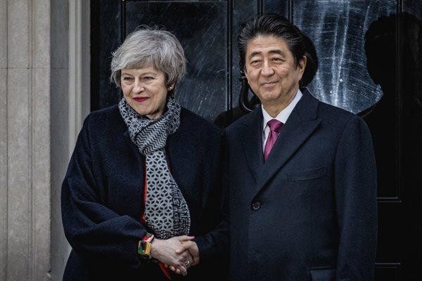 英首相特蕾莎·梅和日本首相安倍晋三在唐宁街10号会面
