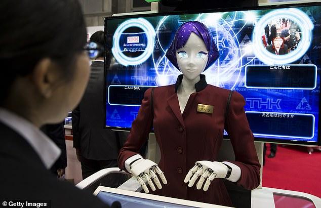 日本发布地铁专用机器人  精通中日韩英四种语言