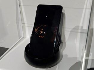 """三星""""秘密""""展出可折叠手机和5G手机原型机"""
