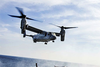 美国海军两栖战斗舰在阿拉伯海起降MV22