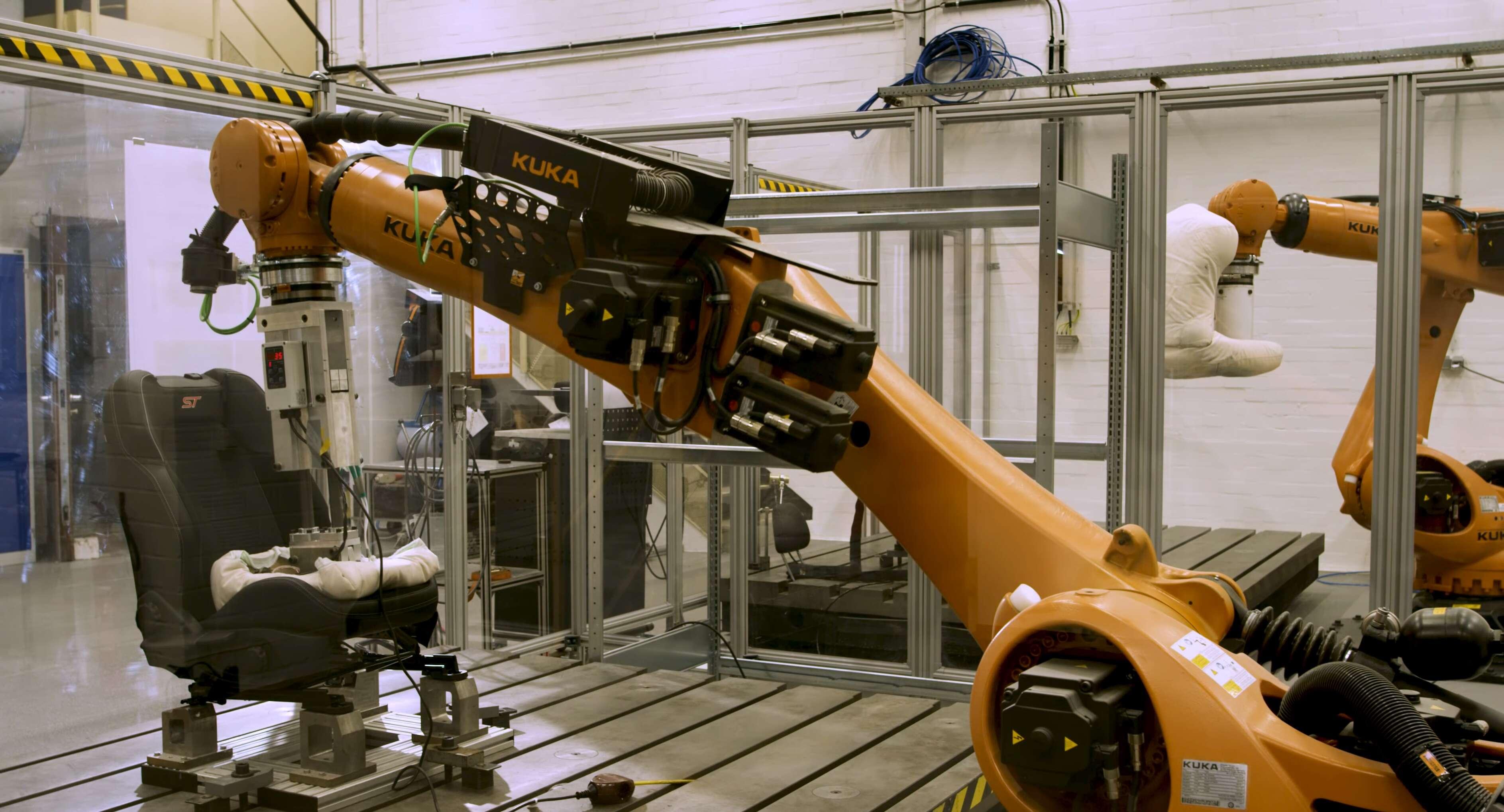 福特推出Robutt臀部模拟器 测试座椅耐用度