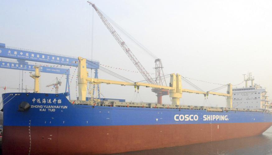 中国造最大多用途纸浆船在大连交付