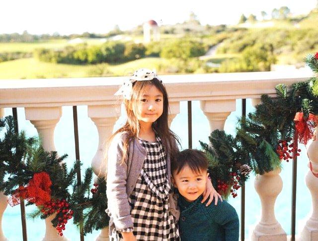 李小鹏夫妇晒度假照,奥莉长腿抢镜,戏称弟弟是风一样的男孩