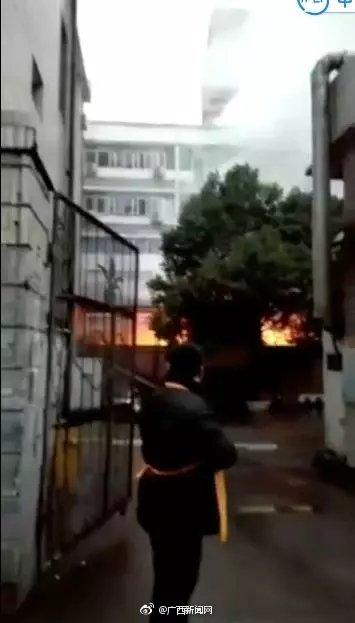 广西全州人民医院突发爆炸起火 现场传出滚滚浓烟