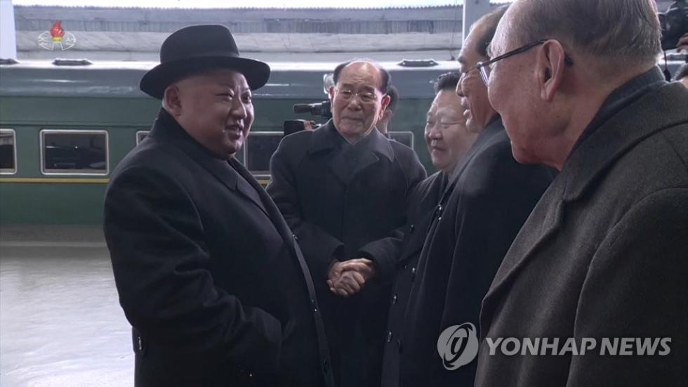 金正恩返回平壤 戴黑色礼帽与党政军干部握手