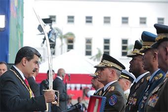 委内瑞拉总统马杜罗就职仪式上军队宣誓效忠