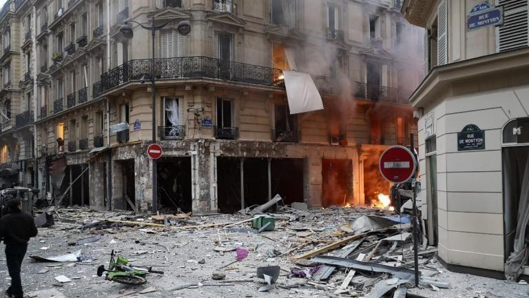 巴黎爆炸详报:消防员处置天然气泄漏时突发爆炸,两消防员死亡