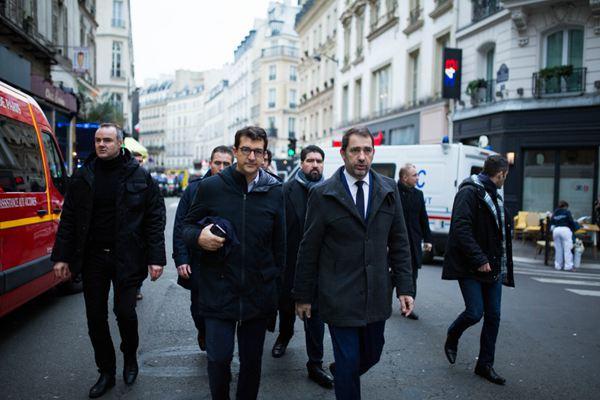 巴黎市中心爆炸致多人死伤 法国总理与内政部长视察现场