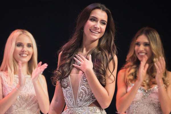 比利时小姐2019年选美大赛举行 佳丽好身材吸睛