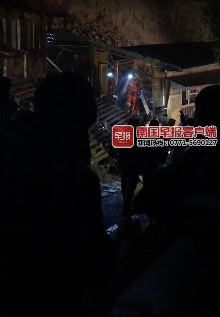 广西龙胜一景区发生山体滑坡 目前2人获救1人被埋