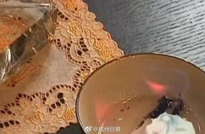 幼儿吃火锅吃一口吐一口 家长得知原因后索赔10万
