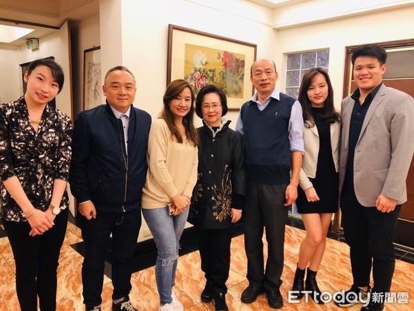台媒:韩国瑜邀琼瑶担任高雄最高的爱情顾问