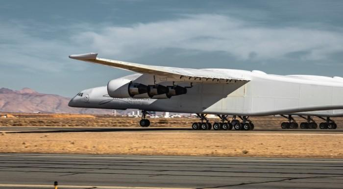 可以运载火箭的飞机进行第一次短暂试飞试验