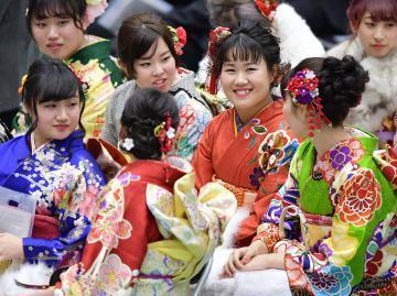 日本举行平成最后一个成人式 和服少女亮相街头