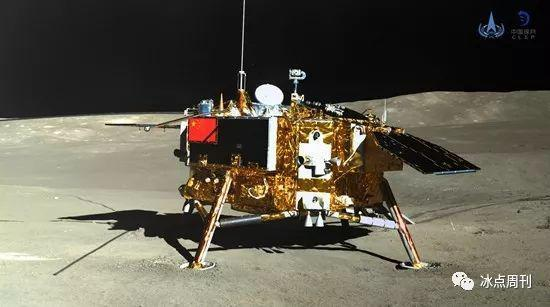 玉兔二号巡视器全景相机对嫦娥四号着陆器成像。国家航天局供图