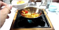 教你制作一口一碗的西红柿炒蛋盖浇面