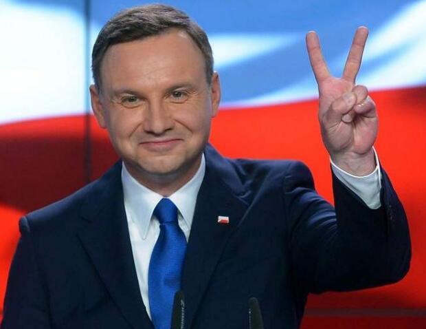 波兰一市长遇刺身亡后,总统又