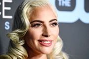 Lady Gaga一袭白裙出席活动 优雅大方仙气足