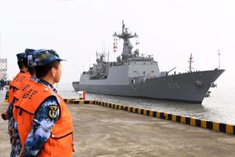 """""""萨德""""事件后 韩国军舰首次访问中国港口"""