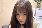 鞠婧祎剪齐刘海清新甜美 睫毛弯弯超可爱