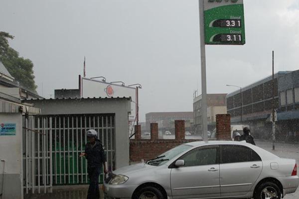 津巴布韦爆发游行示威抗议燃油价格上涨