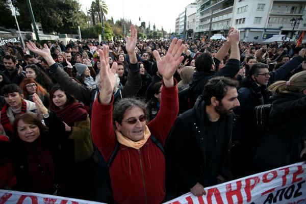 希腊教师和学生举行游行示威 抗议政府不合理雇佣制度