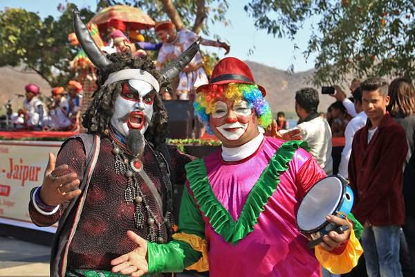 印度庆祝桑格拉提节 戏精花式造型掀起狂欢