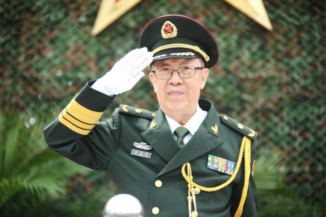 """97岁""""中国肝胆外科之父""""吴孟超昨日院士退休"""