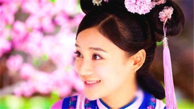 她曾挤掉杨幂当女一,拒绝出演延禧攻略,现成了马甲线女王!