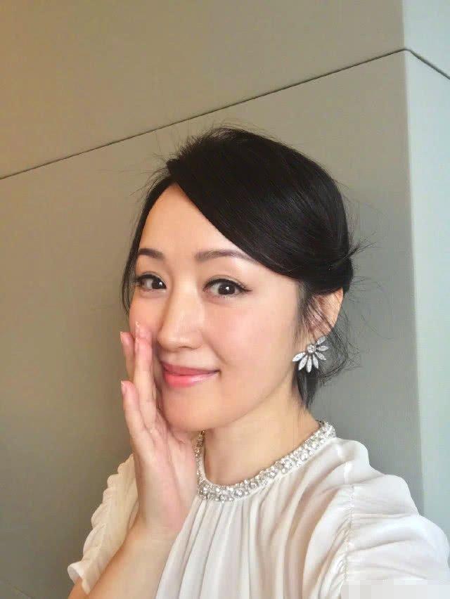 47岁杨钰莹疑似新郎曝光?看到新郎面容时,让网友炸了!