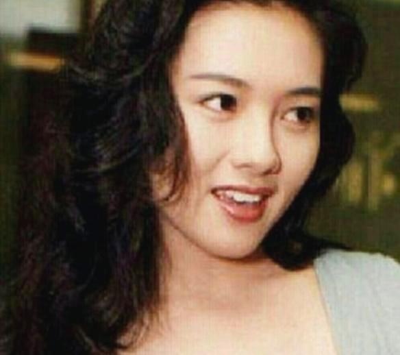 她是徐锦江的最佳拍档,因拍戏与丈夫离婚,如今过得很好