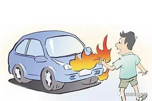 威海一辆轿车自燃,冬天也要小心车辆自燃